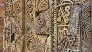 Detail of carving at Qutab Minar tower, Delhi.