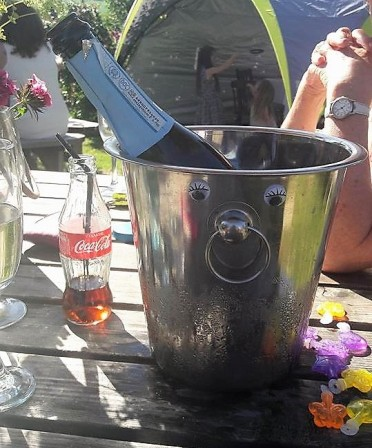 Hmm. Somebody has got hold of some googly eyes. It's not just the guests celebrating. This is one happy champagne bucket!
